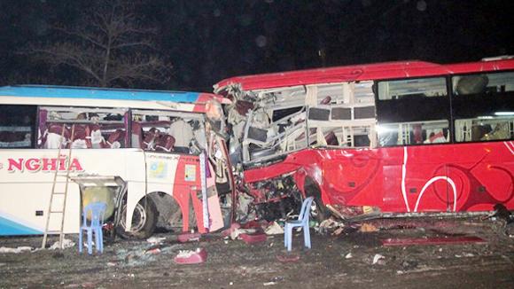 Ai bồi thường cho hành khách khi xe gặp tai nạn?